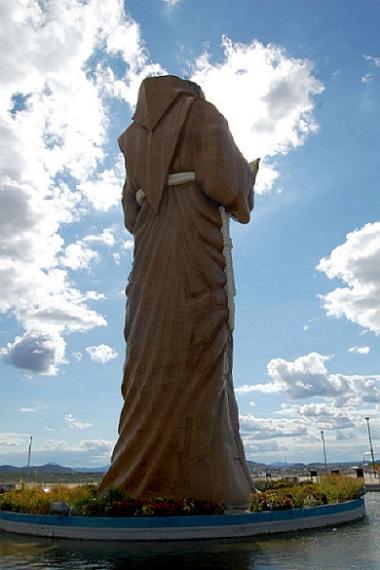 Vista por trás da Estátua de São Francisco