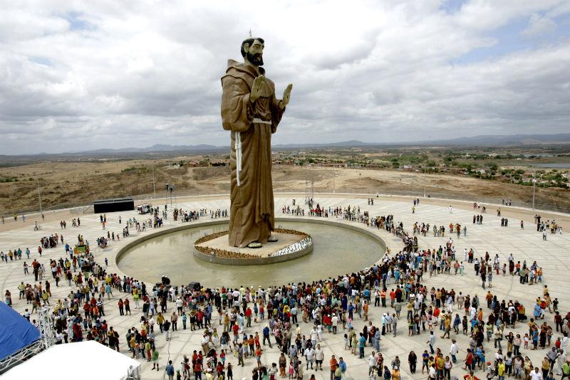 Estátua de São Francisco em sua inauguração 4 de outubro de 2005