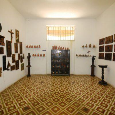 Sala cultural popular e obras sacras
