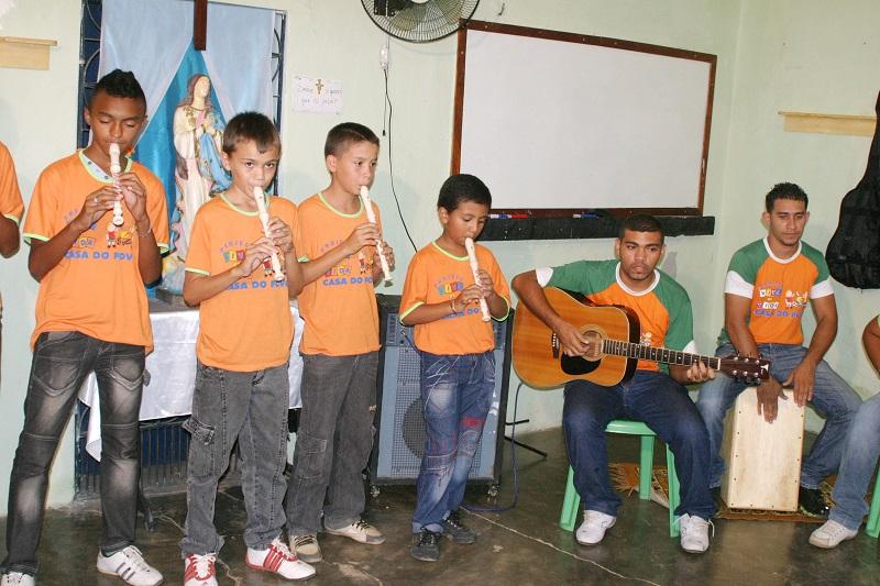 Curso com instrumentos musicais do projeto Viva a vida