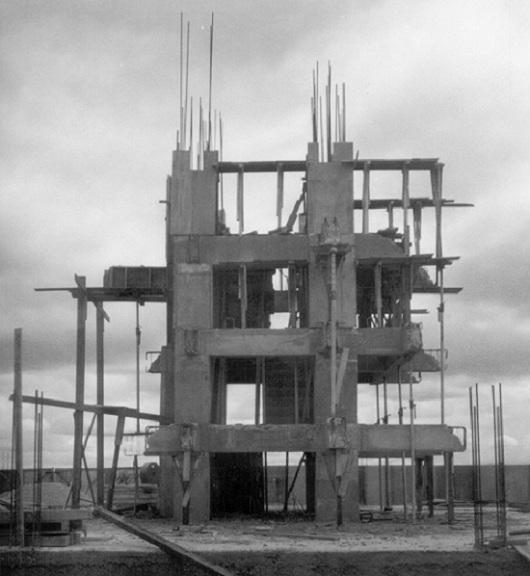 Estrutura montada em concreto armado da obra