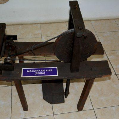 Antiga máquina de fiar tecidos